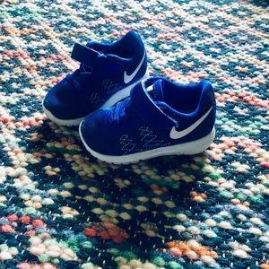 Nike tennis shoes size 5c